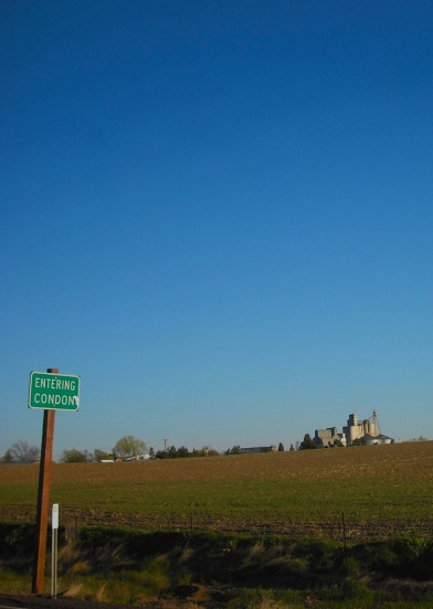 Entering Condon. Photo by Tim Graves